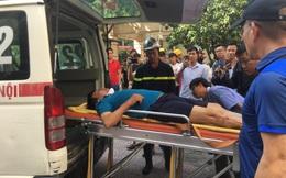 Hà Nội: Cháy chung cư kèm theo tiếng nổ lớn, nhiều mảnh thủy tinh vỡ rơi xuống, 2 người bị thương