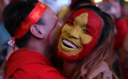 Nhìn lại giây phút CĐV 3 miền mừng bàn thắng của U22 Việt Nam