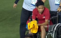 Ngôi sao sáng nhất Indonesia bật khóc cay đắng, phải ngồi xe lăn sau khi dính chấn thương nặng vì va chạm với Văn Hậu