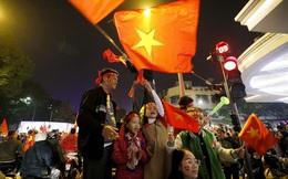 Báo thể thao hàng đầu nước Mỹ trầm trồ với cảnh fan Việt Nam ăn mừng tấm HCV SEA Games