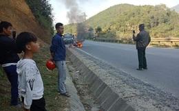 Nam thanh niên có biểu hiện say rượu đốt xe máy trước mặt CSGT