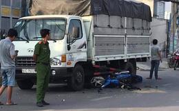 Bị cướp giật điện thoại, 2 cha con ngã xuống đường bị xe tải tông trúng ở Sài Gòn