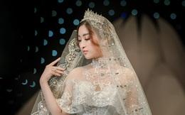 Đỗ Mỹ Linh xinh như công chúa, diện váy cưới 1 triệu USD