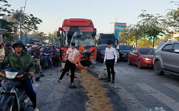 Xe Phương Trang đâm vào đuôi xe 29 chỗ, hàng chục hành khách la hét, 5 người bị thương ở Sài Gòn
