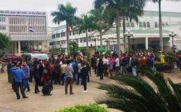 Hàng trăm người vây kín bệnh viện đòi làm rõ cái chết bất thường của sản phụ
