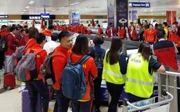 Máy bay chở hàng trăm VĐV Việt Nam sang Philippines dự SEA Games gặp sự cố, HLV trưởng đoàn Esports tự nhủ: Không sao, vạn sự khởi đầu nan!