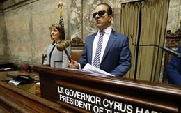 Con trai khiếm thị được mẹ động viên 1 câu, sau này đã trở thành Phó Thống đốc của bang Washington