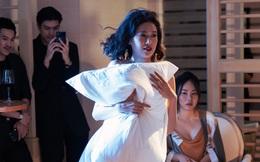 Chân dài mặc gợi cảm, ôm gối bỏ chạy trong show diễn thời trang độc đáo của NTK Li Lam