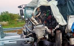 Tài xế bị kẹt trong cabin, tử vong sau cú tông vào xe tải
