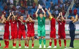 """""""Ăn đứt"""" Thái Lan, song Việt Nam vẫn xếp dưới 2 đội bóng Đông Nam Á về thăng tiến trong năm"""
