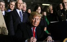 Ông Trump ký Đạo luật quốc phòng 738 tỷ USD, lập quân chủng vũ trụ
