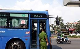 Triệu tập một số người vì dùng hung khí đập phá xe buýt ở Sài Gòn