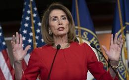 """Tranh đấu quyền lực rung chuyển nước Mỹ: TT Trump là hiện tượng lạ, """"nữ tướng"""" Pelosi còn lạ gấp nhiều lần"""