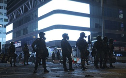"""AP: Tội phạm tung hoành vì cảnh sát quá tải, tiểu thương Hồng Kông tự """"hò nhau"""" đánh cướp"""