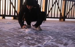 Đỉnh Fansipan xuống dưới 0 độ, xuất hiện băng tuyết trong ngày lễ Noel