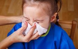 """Sai lầm tai hại của cha mẹ khiến cho trẻ """"bệnh chồng bệnh"""" từ việc dùng khăn lau mũi"""