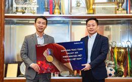 Tạo kì tích ở SEA Games, tuyển nam nữ Việt Nam nhận món quà đầy ý nghĩa