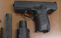 Thanh niên 36 tuổi trốn truy nã ở Hải Phòng cùng bạn mang súng đi ngao du trên phố bị bắt tại Bà Rịa – Vũng Tàu