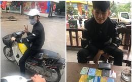 Chàng trai đứng dưới mưa rét tìm người rơi ví và 50 nghìn tiền xăng khiến chủ ví lặng người