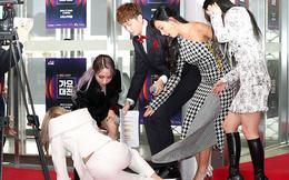 Sự kiện kinh hoàng nhất Kbiz hôm nay: BTS và dàn idol trượt ngã liên hoàn, người kêu thất thanh ở thảm đỏ, kẻ gãy cả xương
