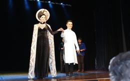 Áo dài của NTK Nhật Dũng đấu giá được 57 triệu đồng