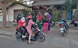 """Phụ huynh """"vây"""" cơ sở dạy kèm miệt thị, đánh dã man học sinh ở Ninh Thuận"""