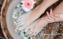 Ngâm chân vào mùa đông rất tốt cho sức khỏe nhưng 4 nhóm người này phải tránh xa kẻo gây hại cho cơ thể