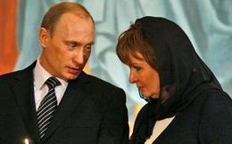 """Người viết tiểu sử của TT Nga tiết lộ về cách ông Putin từng """"kiểm tra"""" lòng chung thủy của vợ sắp cưới"""
