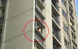 Giải cứu bé gái ngồi cheo leo trên ban công tầng 6 chung cư Ecopark, liên tục gào khóc gọi mẹ