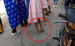 Dàn nữ bê tráp đám hỏi khiến dân mạng bức xúc vì khoảnh khắc đi chân đất