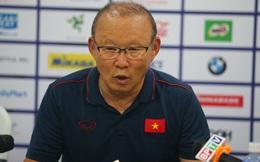 """HLV Park Hang-seo bảo vệ thủ môn Văn Toản: """"Không có lý do gì để trách móc cậu ấy!"""""""