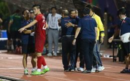 HLV Park Hang-seo đến sân cổ vũ cho đội tuyển nữ Việt Nam trong trận chung kết gặp Thái Lan