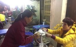 """""""Bữa ăn 2.000 đồng"""" ấm tình người giữa mùa đông Hà Nội"""