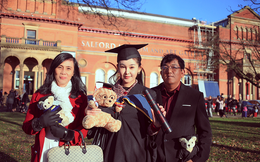 Bố mẹ Lê Âu Ngân Anh xúc động trong ngày con gái nhận bằng thạc sỹ tại Anh