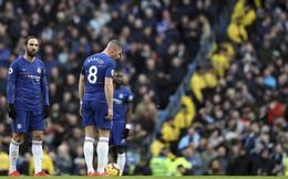 """Hạ nhục Chelsea, Man City dìm thầy trò Sarri xuống đáy khốn cùng, trao """"ghế"""" cho Quỷ đỏ"""