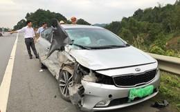 Hai ô tô đâm nhau nát đầu trên cao tốc Nội Bài - Lào Cai