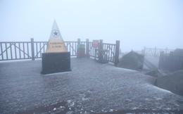 Tuyết bất ngờ rơi trên đỉnh Fansipan giữa tháng 2