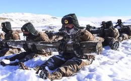 24h qua ảnh: Binh sĩ Trung Quốc rèn luyện dưới trời lạnh giá -16 độ C