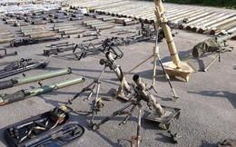 """Quân đội Syria thu hoạch vũ khí của """"quân thánh chiến"""" tại ngoại ô Damascus"""