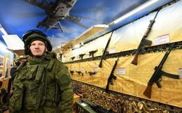 """Tàu hỏa chất đầy vũ khí chiến lợi phẩm Nga ở Syria """"ngao du"""" khắp đất nước"""
