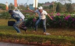 Người đàn ông cầm mũ bảo hiểm đánh CSGT hóa trang bắn tốc độ ở Đồng Nai
