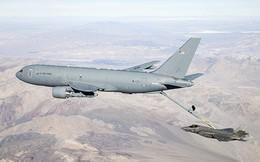 Máy bay KC-46A lần đầu tiếp nhiên liệu trên không cho máy bay tàng hình F-35