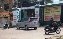Dàn xe biển xanh ở nơi diễn ra đám cưới con trai Chủ nhiệm UBKT tỉnh Quảng Bình