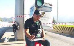 """Thay phiên nhau đếm lượt xe qua BOT Ninh Lộc để """"soi"""" minh bạch"""