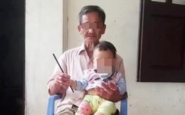 Rửa chân cho bố ngày 30 Tết, cô gái im lặng, không dám ngẩng đầu lên vì lí do đặc biệt