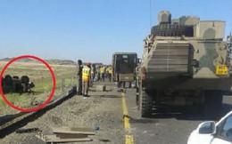 Xe thiết giáp Nam Phi mất lái, lật trên đường tham dự duyệt binh: Hậu quả thương tâm!