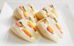 Giờ mới để ý, hóa ra người Nhật Bản thích cho trái cây tươi vào các loại bánh ngọt như thế này