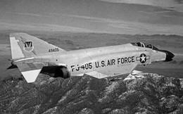 Lừa máy bay địch bằng… tên lửa cót tre