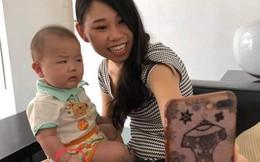 """Mẹ đòi chụp ảnh tự sướng, phản ứng ra mặt của cậu nhóc khiến dân mạng nhấn like """"rần rần"""""""