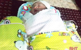 Phát hiện và cứu sống bé gái sơ sinh tại một bãi rác ở Hà Tĩnh